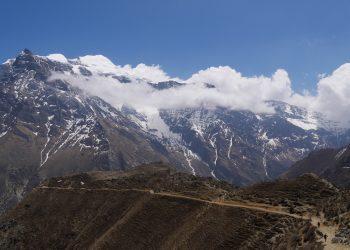 on the way Naar phu trek